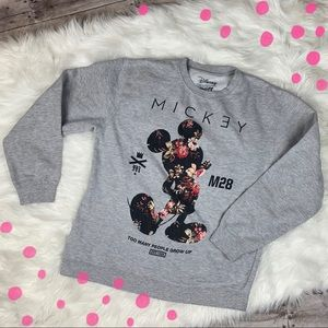 Disney gray Mickey pullover sweatshirt size Large